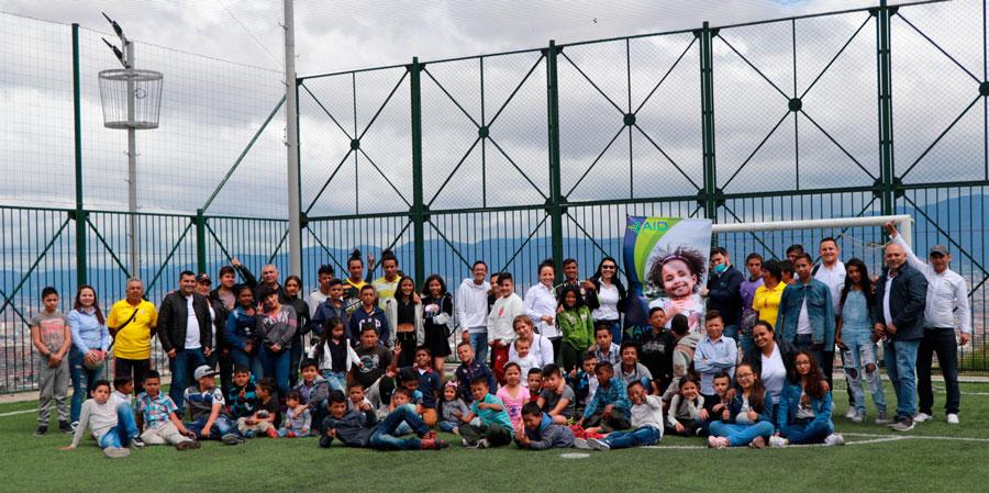 En AID GROUP trabajamos para la gente y llevamos felicidad a los niños de Colombia